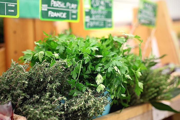 Es grünt so grün: Küchenkräuter schmecken toll und können noch viel mehr. © pixabay.com
