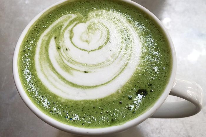 Ein Matcha-Latta schmeckt und macht richtig munter. © pixabay.com