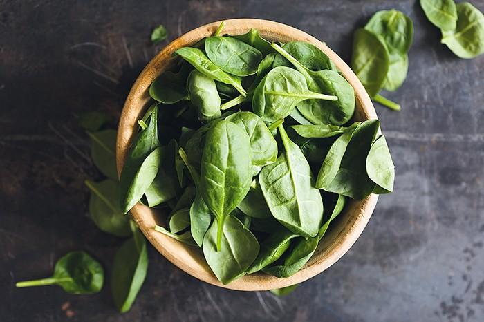 Spinat steckt voller Nährstoffe und macht auch im Knödel eine gute Figur. © pixabay.com