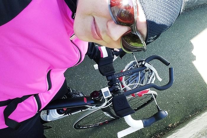 Die Umstellung auf Low Carb verbesserte auch Cosimas Leistung auf dem Rennrad © kiweno