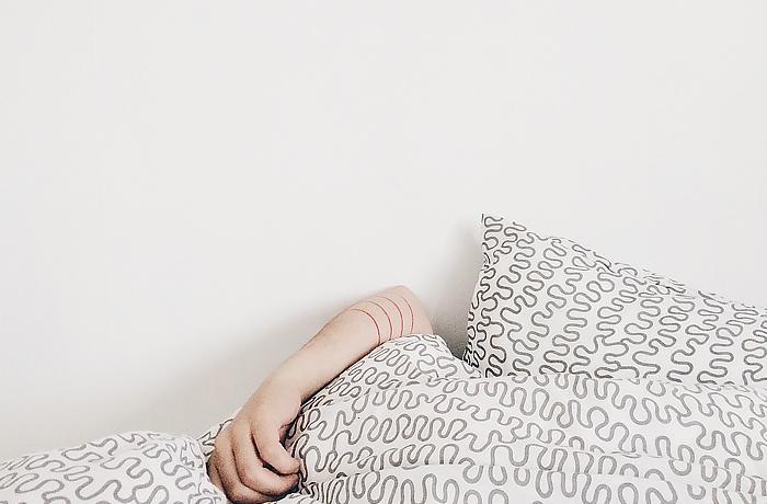 Dick durch Schlafmangel? Zu wenig Schlaf hat Auswirkungen auf dein Gemüt und dein Gewicht. © Pexels