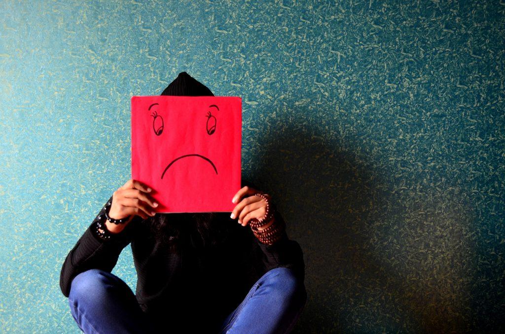 Die Symptome von Vitamin D Mangel können Depressionen und Rachitis sien